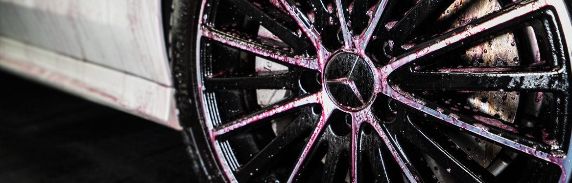 Auton perusteellinen pesu ja maalipinnan hoito, osa 3: raudanpoisto, pienpoisto ja savestus